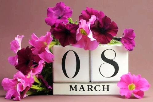 Что подарить девушке на 8 марта в 2018 году