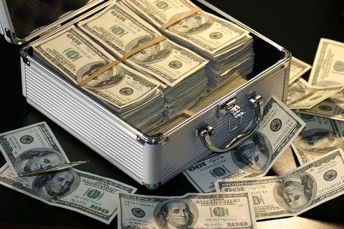 Стоит ли хранить деньги в банке в 2018 году